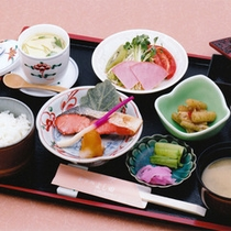 *朝食一例/新潟県産コシヒカリと地元の味噌を使った味噌汁をお楽しみ下さい。