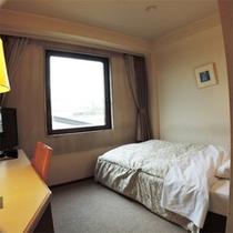 *シングルBタイプ一例/お部屋の広さが狭めの為割安!ベッドはゆとりのセミダブルサイズを設置。
