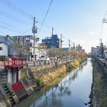 *ホテル周辺/川