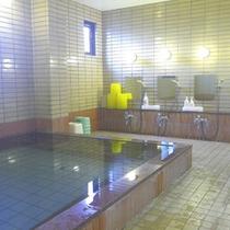 *【風呂/男性大浴場】体の芯から温まるお風呂に浸かって、心身ともにリフレッシュ♪