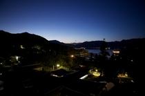 神社側10畳和室(407号室)の夜景