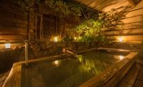 大浴場 男性用 露天風呂 夜