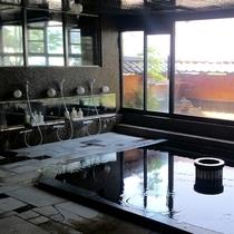 館内にある男女各大浴場と露天風呂では伊香保の湯をたっぷりと楽しむことが出来ます