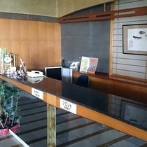 高台にある、ちょっとレトロで昭和の香り漂うどこか懐かしい雰囲気のホテル