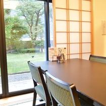 *静かな庭園を眺めながら、お食事をお楽しみください。
