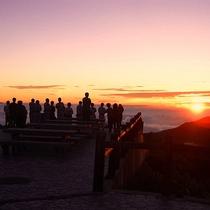 【景色】テラスから見える雲海と夕陽