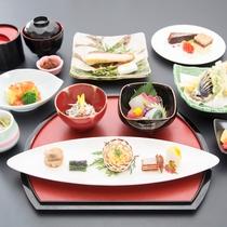 *【昼食一例/日帰りコース】ミニ和会席料理を籠盛りにてご提供いたします。