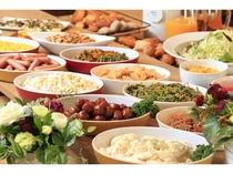 朝食は和洋食のブッフェスタイルです