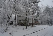 雪の日の外観