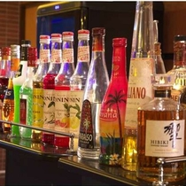 各種カクテル・ウイスキーなど豊富に取り揃えております