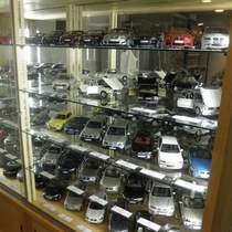 歴代BMW・ミニチュアカーコレクションの展示