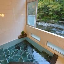*小浴場/24H源泉掛け流しの贅沢さ。いつでも楽しめる