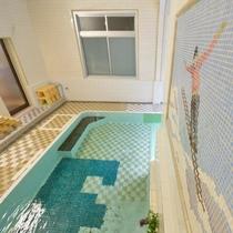 *大浴場/昭和初期そのままの造り。モザイクタイルのお風呂
