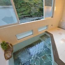 *小浴場/清流ゆびそ川の緑を望み明るく清潔なお風呂