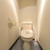 *部屋 温水洗浄トイレを完備。