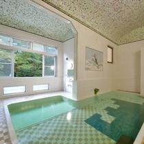 *大浴場/アーチ天井・モザイクタイルのお風呂は懐かしい風情を感じる芸術品