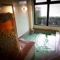 自家栽培の梅がぎっしり!体ポカポカ、お肌スベスベ、自慢の梅風呂。