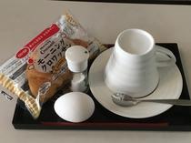 コーヒーとパン、ゆで卵をサービス