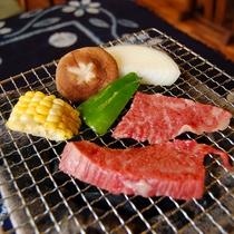 【飛騨牛の炭火焼】炭火で軽くあぶって食べるのがおすすめ♪