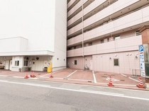 立体駐車場横の屋外駐車場(到着順)