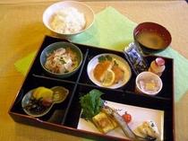 一日のスタートは朝食から♪もちろんご飯とお味噌汁はおかわり自由!