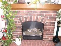 【ロビー】 雰囲気のある暖炉