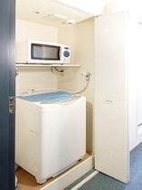 洗濯機と電子レンジがついたレオシングルルーム