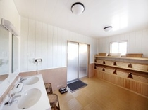 【風呂脱衣室】