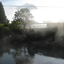 岩造大露天風呂「木もれびの湯」