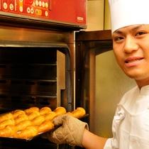 焼きたてのクロワッサンは大人気(朝食)