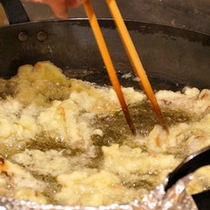 お客様の目の前で揚げる天ぷら(夕食)