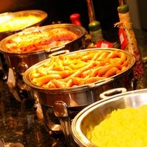スクランブルエッグとソーセージ(朝食)