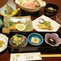 *【夕食一例】質・量ともに自慢の味覚が食卓を彩ります。