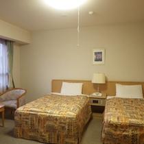 *【部屋/ツイン】セミダブルベッドが2台のゆったり過ごせるお部屋です。