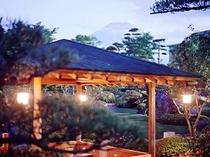 庭園から望む富士山