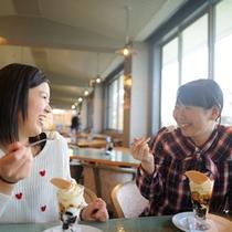 【海フードBBQ 喫茶風景】