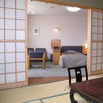 【和室8畳+ツインベッドルーム】和洋室は和室と洋室がふすまで仕切ることが出来ます。(和洋室はお部屋ご