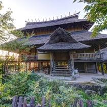 *離れ(健部の郷の宮処)/古代の宮殿をイメージした高床式の建物。特別な休日にぜひご利用下さい。