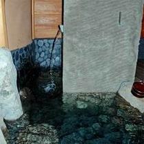 【 健の湯 】3トンもの石材を使用した男性らしい雰囲気