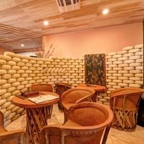 *2012年にリニューアルした本館ロビー。近代的な空間の中に古の雰囲気が漂います。