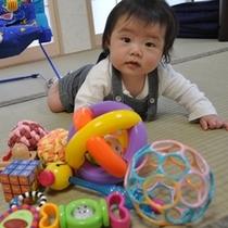 赤ちゃんとおもちゃ3