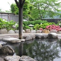 *【岩露天風呂】隣接の日帰り温泉館よりご利用いただけます。