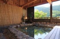 半露天風呂(椿の湯)
