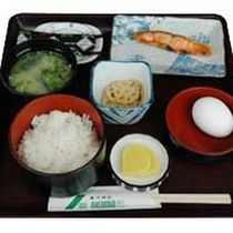 【和朝食一例】焼き魚とお味噌汁に白ご飯…定番だけどほっこり美味しい♪