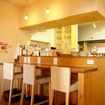 【イタリアン食堂良's】テーブル20席・カウンター7席ございます。