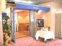 こちらがレストランでございます。美味しい料理がお待ちしてます♪