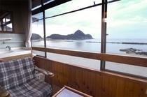 竹野オーシャンビューのお部屋では、朝に夕に、また四季折々の竹野浜の景色を独り占め!