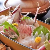 旬の新鮮魚介類を!「 寛(Hiro)の舟盛り(2人前) 」の一例