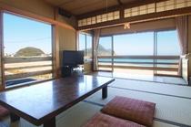 お料理、スタッフ、空気感(居心地の良さ)・・・、でも一番の自慢は、日本海は竹野オーシャンビュー♪かな