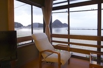 竹野オーシャンビューのお部屋の一例。 夏場の海から昇る「朝陽(日の出)」も感動ものですよ♪